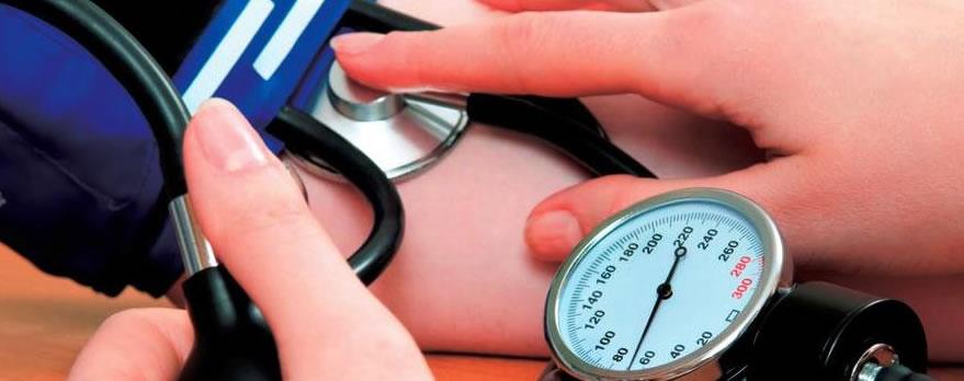 La presión arterial sistólica alta aumenta el riesgo..